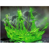 Модель для сборки Revell Пиратское судно-призрак (светящ.краска) Ghost ship with night colour 1:72 (05433)